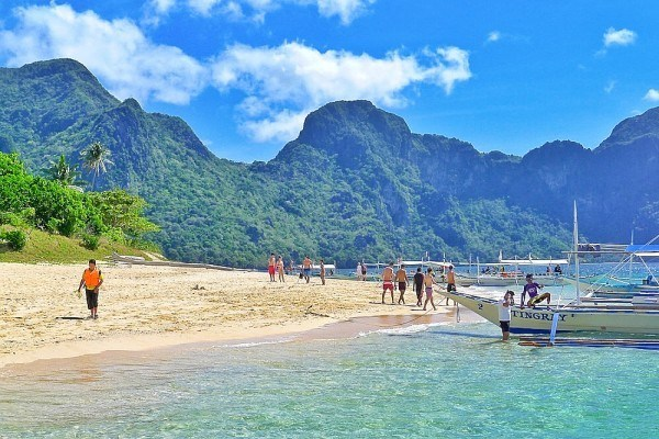 Photo from: https://outoftownblog.com/top-10-beaches-in-the-philippines/